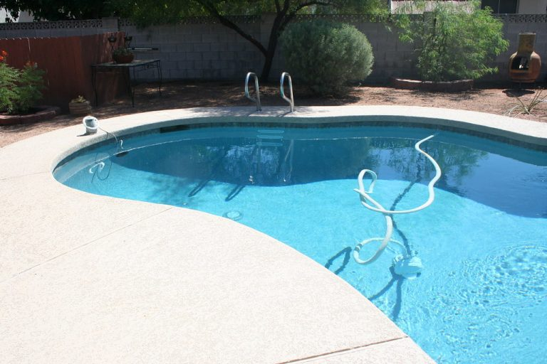How to Maintain Your Swimming Pool